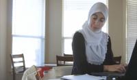 """طرد أمريكية مسلمة من عملها لرفضها التعهد بعدم مقاطعة """"إسرائيل"""""""