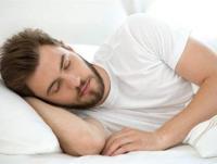 الشخير أثناء النوم قد يشير إلى خطر النوبة القلبية