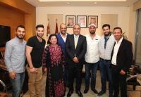 """الشواربة يكرم الفنانين المشاركين في """" أوبريت عمان تجمعنا """""""