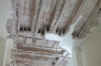 انهيار سقف منزل بسبب الأمطار في العدسية