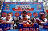 تركية تأكل نحو 5 كيلو  بندورة في 3 دقائق