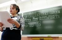 أولياء أمور يقدمون الامتحانات المدرسية مع أبنائهم بروسيا