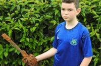 طفل يكتشف كنزاً عمره 300 عام في هدية عيد ميلاده