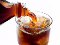 ماذا يحدث للجسم عند تناول المشروبات الغازية؟