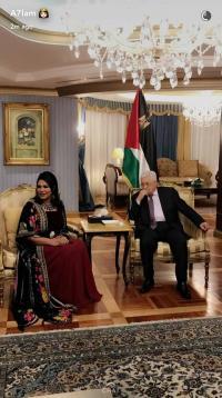 فيسبوكيون: عباس يقود المعركة ميدانيا