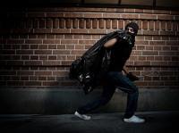 كشف هوية مرتكب السرقات بالزرقاء