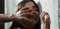 والد يغتصب ابنته وإثنتين من صديقاتها