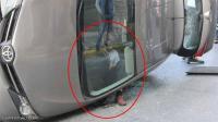 رجل يعلق في وضعية غريبة بعد حادث مروري