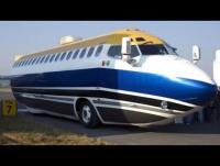 """طائرة """"بوينغ"""" تسير في شوارع المكسيك!(فيديو)"""