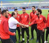 ماذا طلب السيسي من لاعبي المنتخب المصري - فيديو