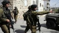 الاحتلال يعتدي على مواطن ونجله بالخليل