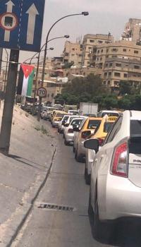 حادث يوقف السير في شارع الاستقلال