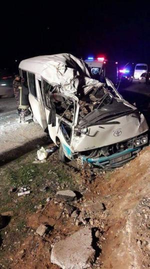 إصابة 25 شخصاً بحادث لحافلة ركاب في الزرقاء - صور