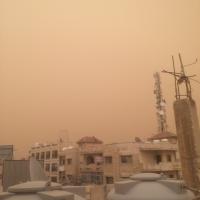 الغبار يحول نهار مناطق بالمملكة إلى ليل  ..  صور
