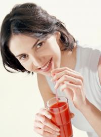 أضرار تناول عصير الطماطم