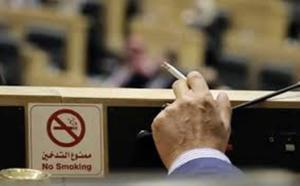رداً على الحكومة العرموطي: وزراء يدخنون تحت القبة