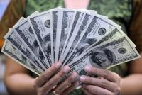 الدولار يواصل مكاسبه