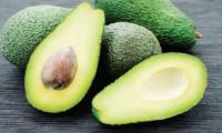 أطعمة تحمي البشرة يوصي بها أطباء الجلد