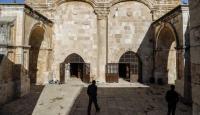 جيش الاحتلال يعتقل شابين من مصلى باب الرحمة