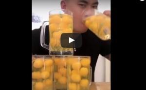 بالفيديو ..  رجل يشرب 50 بيضة نيئة في 17 ثانية