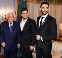الفنانة احلام مع الرئيس الفلسطيني عباس في Arab Idol