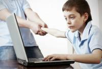 الجرائم الالكترونية: راقبوا أطفالكم ولا تمنعوهم من استخدام الانترنت