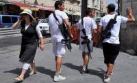 الصهاينة يحملون السلاح - صور