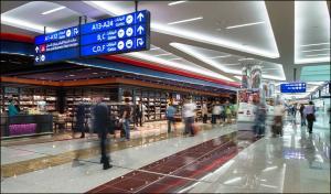 تفاصيل الحذاء المليء بالذهب في مطار دبي