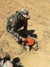"""جندي اردني يرسم لوحة  :""""خذوا المناصب والمكاسب بس سيبولي الوطن """""""