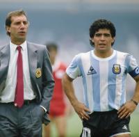 المدرب التاريخي للأرجنتين يتعافى من كورونا