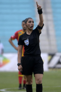 أول امرأة حكم في الدوري المحلي التونسي