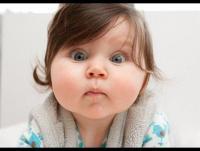 لماذا نميل إلى شد خدود الأطفال الممتلئة؟
