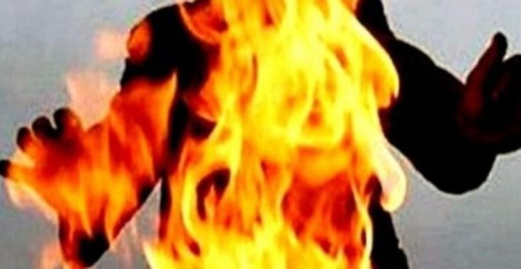 أحرقت زوجها حيا لأنه لم يعطها كلمة سر هاتفه!