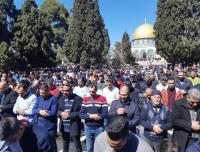 أكثر من 50 ألف مصل يؤدون الجمعة بالأقصى