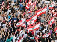 """لبنان ..  مناصرو """"أمل"""" يجوبون الطرقات والمحتجون يطالبون بالحماية  .. والحركة تنفي - فيديو"""