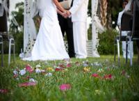 هروب والد العريس مع والدة العروس يلغي حفل زفاف