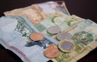النائب الرقب يطالب بزيادة على رواتب الموظفين