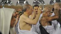 عدد ضخم من الحراس يحيط بـ اردوغان - فيديو