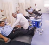 الدوريات الخارجية تتبرع بالدم لأحد الأطفال بمركز الحسين للسرطان
