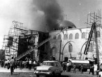 مستوطنون يحرقون مسجداً في القدس - صور