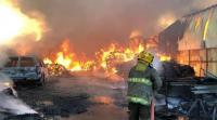 حريق هائل يلتهم سوق الخيام في الكويت