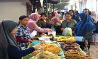 """""""أسواق الظهيرة"""" ..  جزء مهم من ثقافة رمضان في إندونيسيا"""