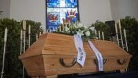 أصوات من داخل تابوت توقف مراسم الدفن