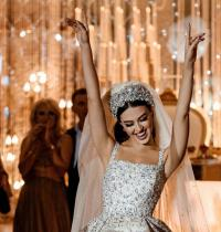 زفاف ملوكي لاول عارضة ازياء يمنية - صور