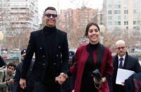 صديقة رونالدو تتزين باكسسوارات بقيمة مليون يورو - صور
