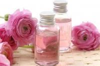 زيت الورد ..  ينبوع جمال بشرتك