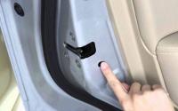 هذا الزر البسيط في أبواب السيارة قد ينقذ حياة طفلك