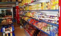 إقبال المواطنين على شراء المواد الغذائية طبيعي