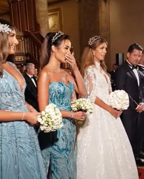 موقف غريب لنادين نسيب نجيم خلال الزفاف