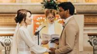 بسبب كورونا ..  ممرضة وطبيب يتزوجان في المستشفى الذي يعملان فيه